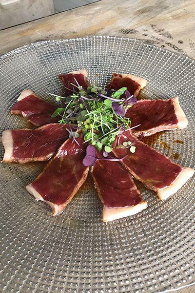 Tataki de Vaca con Salsa Asiática