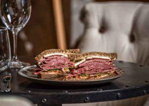 Sandwich tradicional de Pastrami